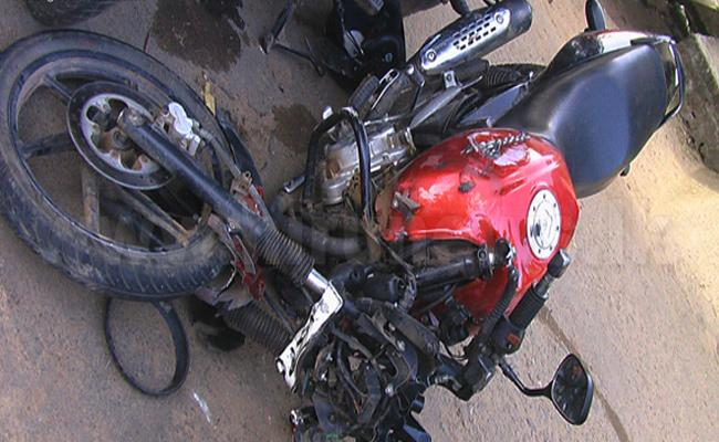 Four Men Died in Road Accident Karnataka - Sakshi