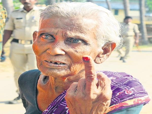 Dalits who voted after the 25 years in Chandragiri - Sakshi