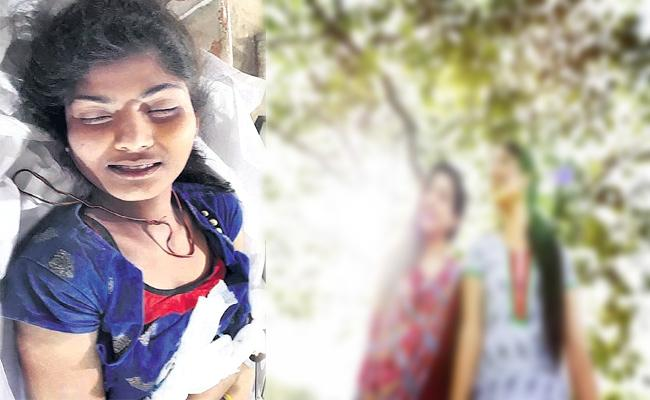 Young Women Commit Suicide in Hyderabad - Sakshi