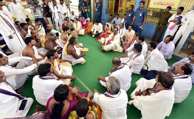 KCR Visits Kaleshwaram Lift Irrigation Project Warangal - Sakshi