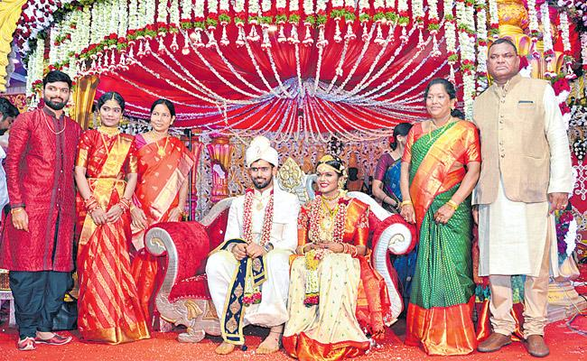 vihari wedding with famous designer Preeti Raj - Sakshi