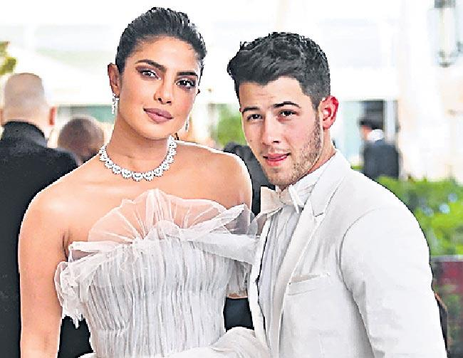 Priyanka Chopra and Nick Jonas Make Their Cannes Red Carpet - Sakshi