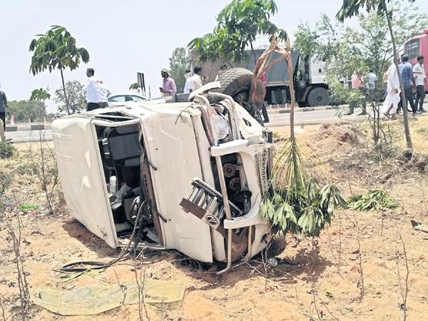 Two People Dead In Road Accident - Sakshi