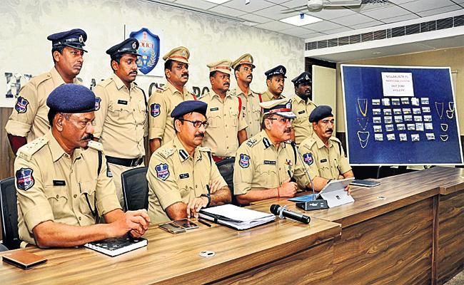 Shankar Math Robbery Case Reveals - Sakshi
