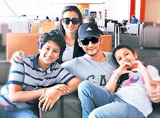 Mahesh Takes Off On Family Holiday To Celebrate Maharshi Success - Sakshi