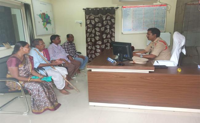 Interest Merchant Locked House Locked in Karimnagar For Loan  - Sakshi