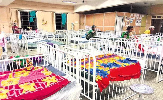 Staff Shortage in hyderabad Niloufer Hospital - Sakshi