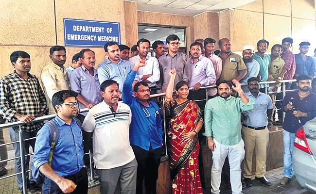 Doctors Protest in NIMS Hyderabad - Sakshi