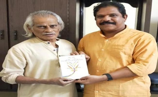 Dr Perugu Ramakrishna Presented Book Of The Poetry Of South Asia to International Award Winner Telugu Poet Shiva Reddy - Sakshi