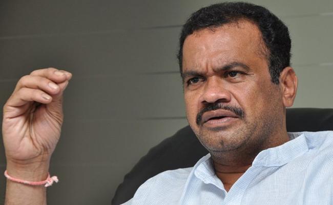 Congress Leader Komatireddy Venkatreddy Fire TRS Leaders Over Camp Politics - Sakshi