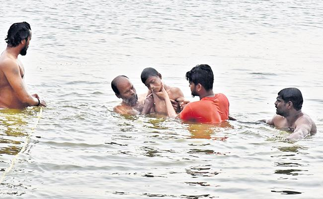 Two Boys Died In Pond - Sakshi