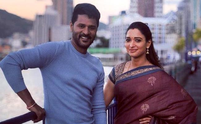 Abhinetri 2 Pair Tamannah and Prabhudeva Creates Record - Sakshi