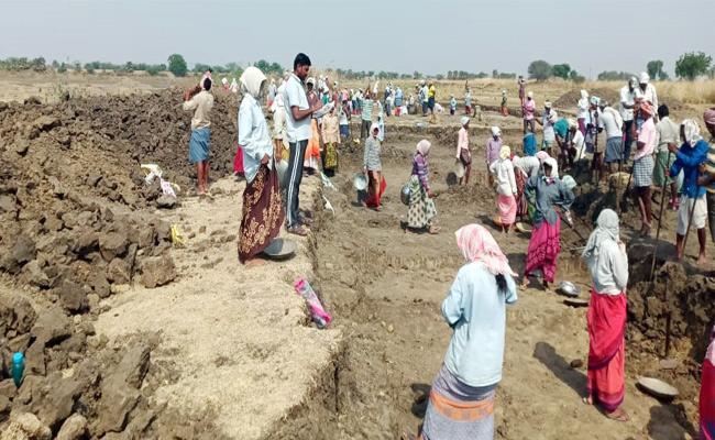 Upadi Hami Pathakam Process In Warangal - Sakshi