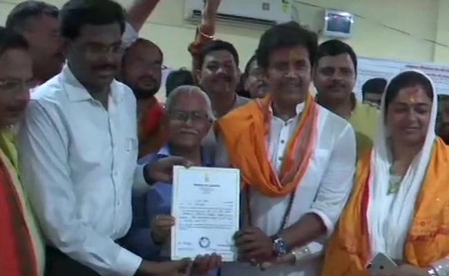 BJP Candidate from Gorakhpur Ravi Kishan Wins by 3 Lakh Votes - Sakshi