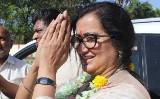 Sumalatha Won Mandya Constituency Karnataka - Sakshi