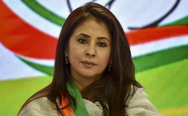 Urmila Matondkar Said That She Wont Quit Politics - Sakshi