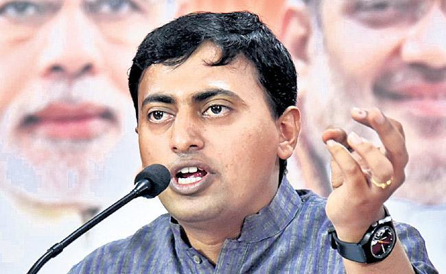 KCR should explain the financial situation Says rakesh Reddy - Sakshi