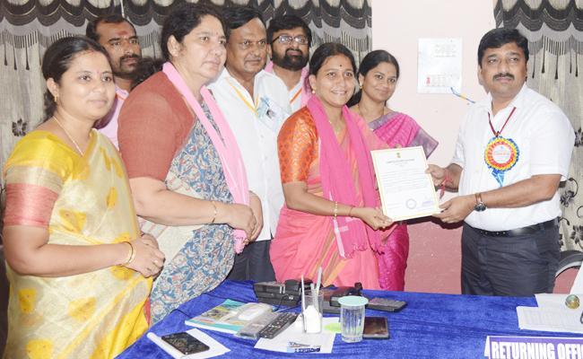 Malothu Kavitha Won in Mahabubabad - Sakshi