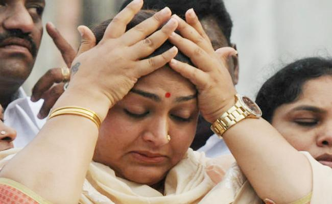 Actress Kushboo Join In Hospital With Illness - Sakshi