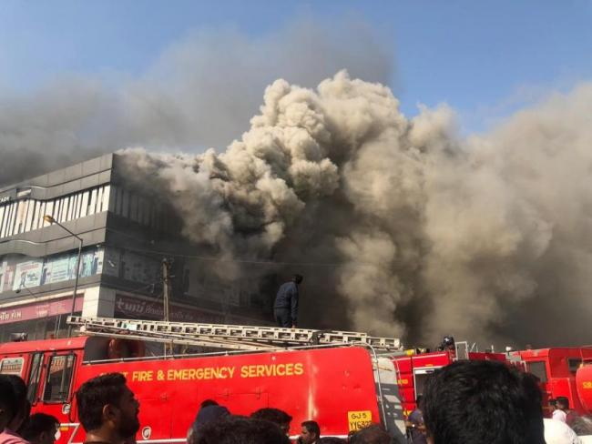 Fire Accident In Surat At Least 15 Dead - Sakshi