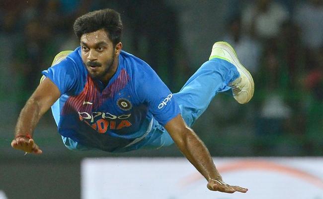 World Cup 2019 Vijay Shankar suffers Injury - Sakshi