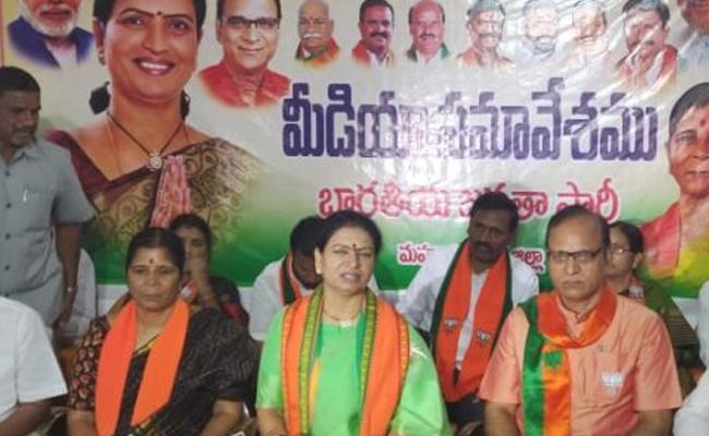 BJP is the only alternate for TRS in Telangana says DK Aruna - Sakshi