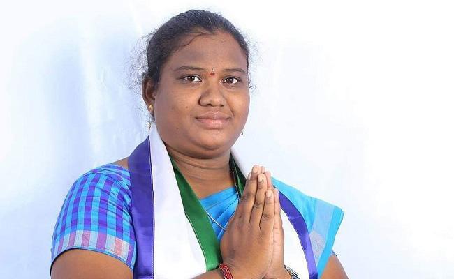 Goddeti Madhavi Record in Small Age MP From Araku - Sakshi
