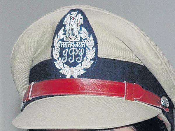 Telangana IPS officers looking towards Andhra Pradesh - Sakshi