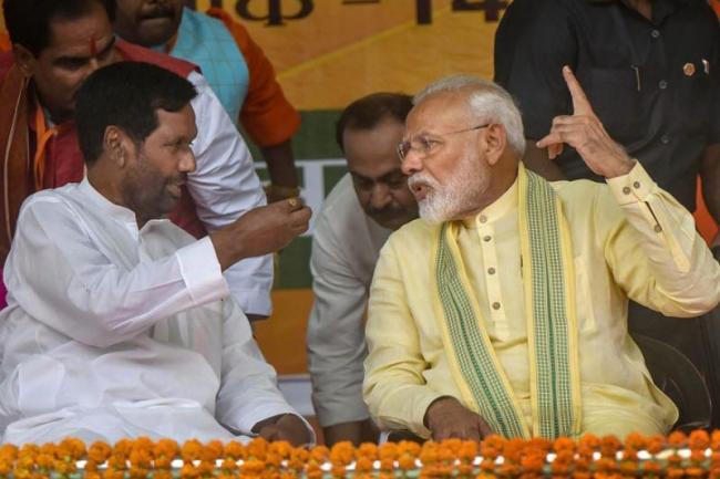 Ram Vilas Paswan Mocks Congress After Poll Drubbing - Sakshi