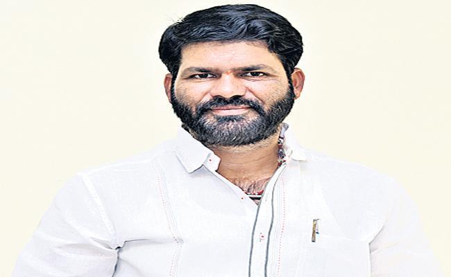YSRCP Leader Fire On Pawan Kalyan - Sakshi
