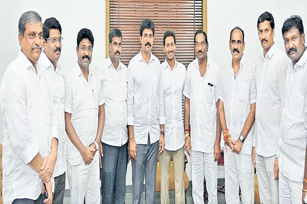 YS Jagan got waves of congratulations From Govt officials and YSRCP winners - Sakshi