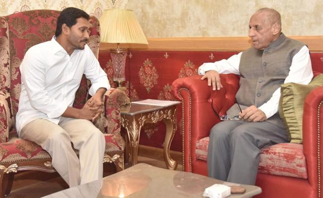 YS Jagan Meet Governor Narasimhan,Stake Claim To Form Government - Sakshi