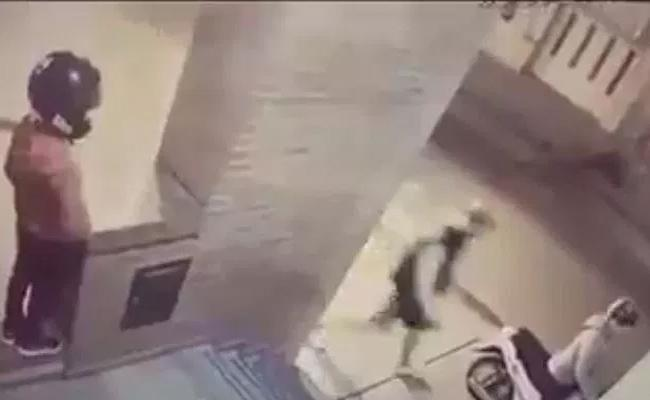 11 Year Old Kicks Man Who Attempts To Theft Mothers Scooter - Sakshi