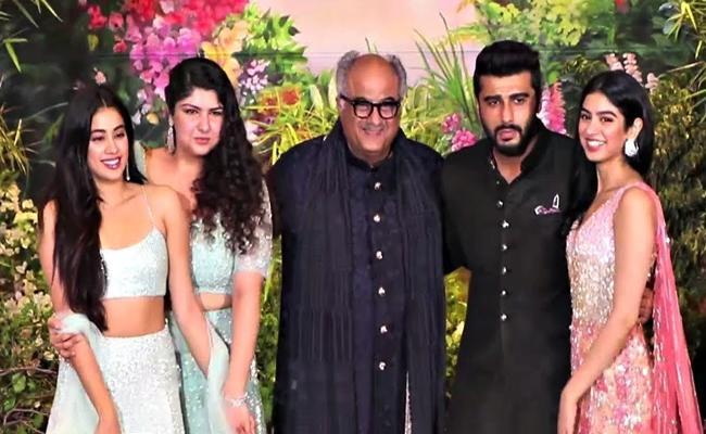 Arjun Kapoor Speaks About Jhanvi And Khushi - Sakshi