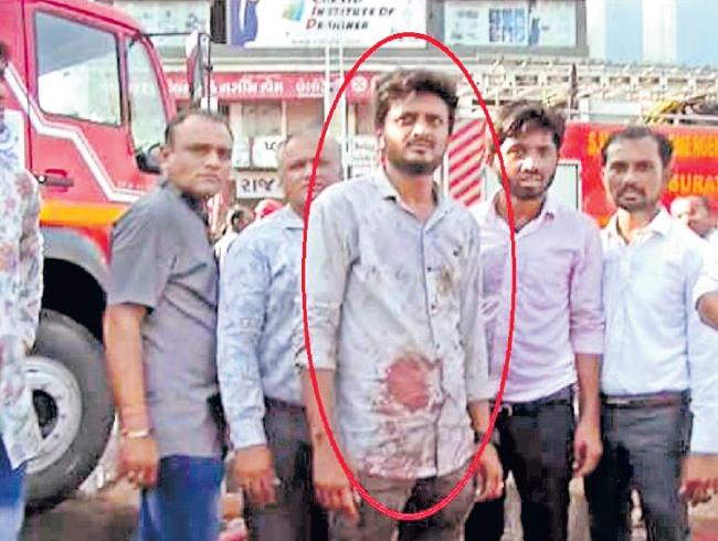 man saved two girls from deadly Surat coaching centre fire accident - Sakshi
