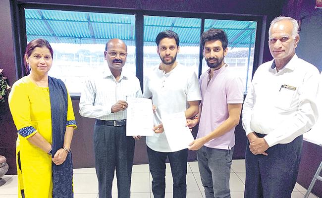 TS financial aid to Kashyap, Gurusaidutt - Sakshi