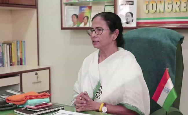 Mamata Banerjee offers to resign as West Bengal CM - Sakshi