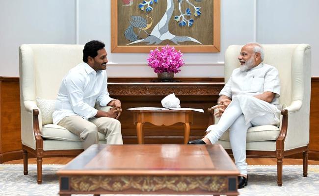YS Jagan Mohan Reddy Meets Narendra Modi - Sakshi
