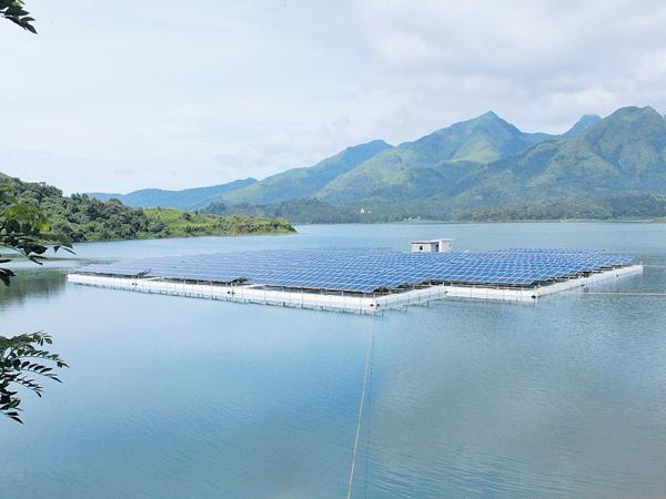 Solar plants float on water - Sakshi