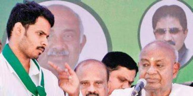 Case Filed Against Karnataka  Senior Journalist - Sakshi