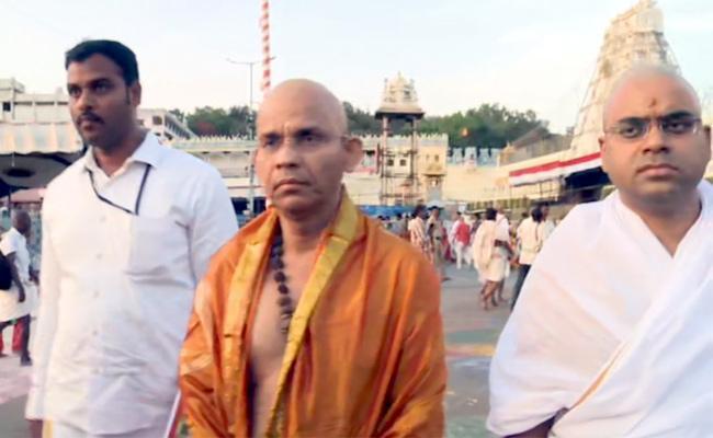 CEO Gopalakrishna Dwivedi Visits Tirumala Tirupati - Sakshi