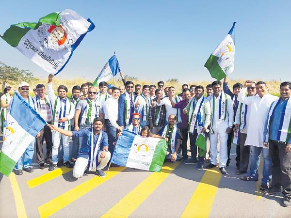 YSR Congress Party leaders Celebrates their Victory at Johannesburg - Sakshi