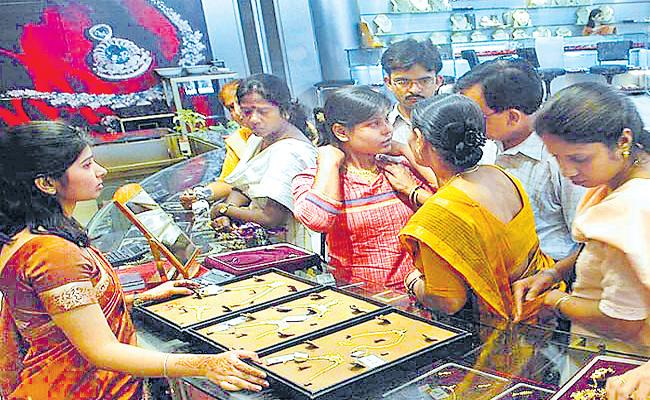 Gold Prises hikes in International Market - Sakshi