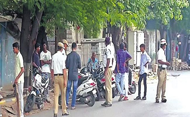 Traffic Police Seized Without driving licence Vehicle in Hyderabad - Sakshi