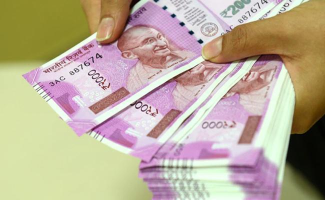 Task Force Police Attack On Interest Traders Karimnagar - Sakshi