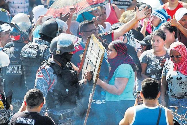 Clashes between prisoners in Brazil jail leave 15 dead - Sakshi