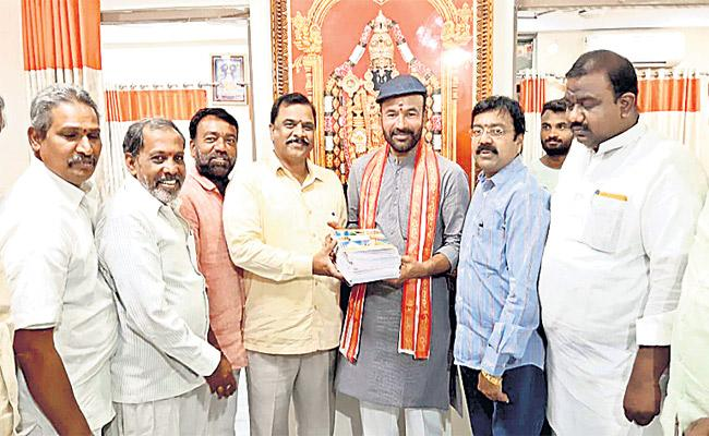 Kishan Reddy Asked To His Followers Books In Place of Flowers - Sakshi