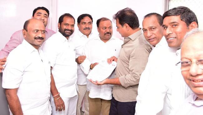 Tana invites Ktr for Maha sabhalu - Sakshi