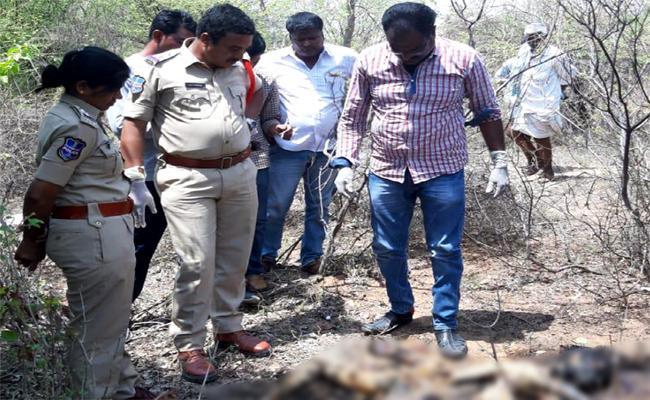 Women Murdered in Devarakadra - Sakshi