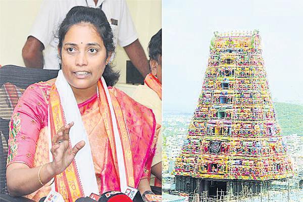 Ticket price reduction in Vijayawada Kanaka Durga Temple - Sakshi